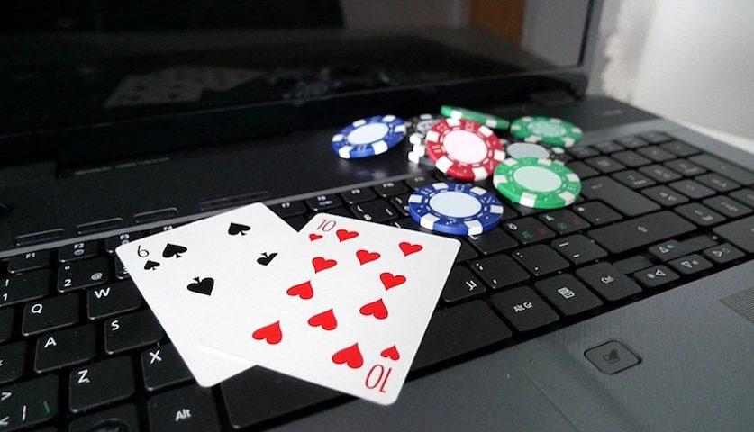 Onlajn poker, lap top sa kartama